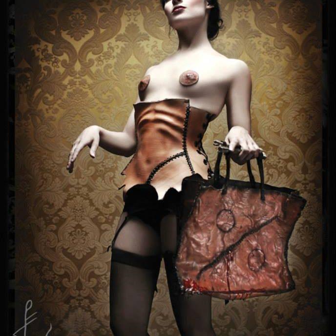 bleeding-shoppingbag